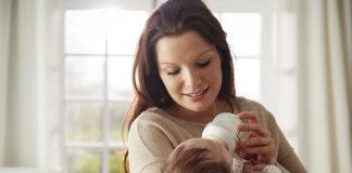 Jak karmić dziecko piersią i butelką? Praktyczne wskazówki w karmieniu mieszanym