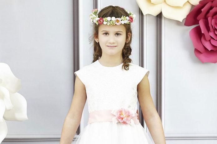 Trzy odsłony dziecięcej sukienki tiulowej