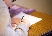 Wymagający, pobłażliwy czy może luzacki – jakim rodzicem warto być, by zmotywować dziecko do nauki